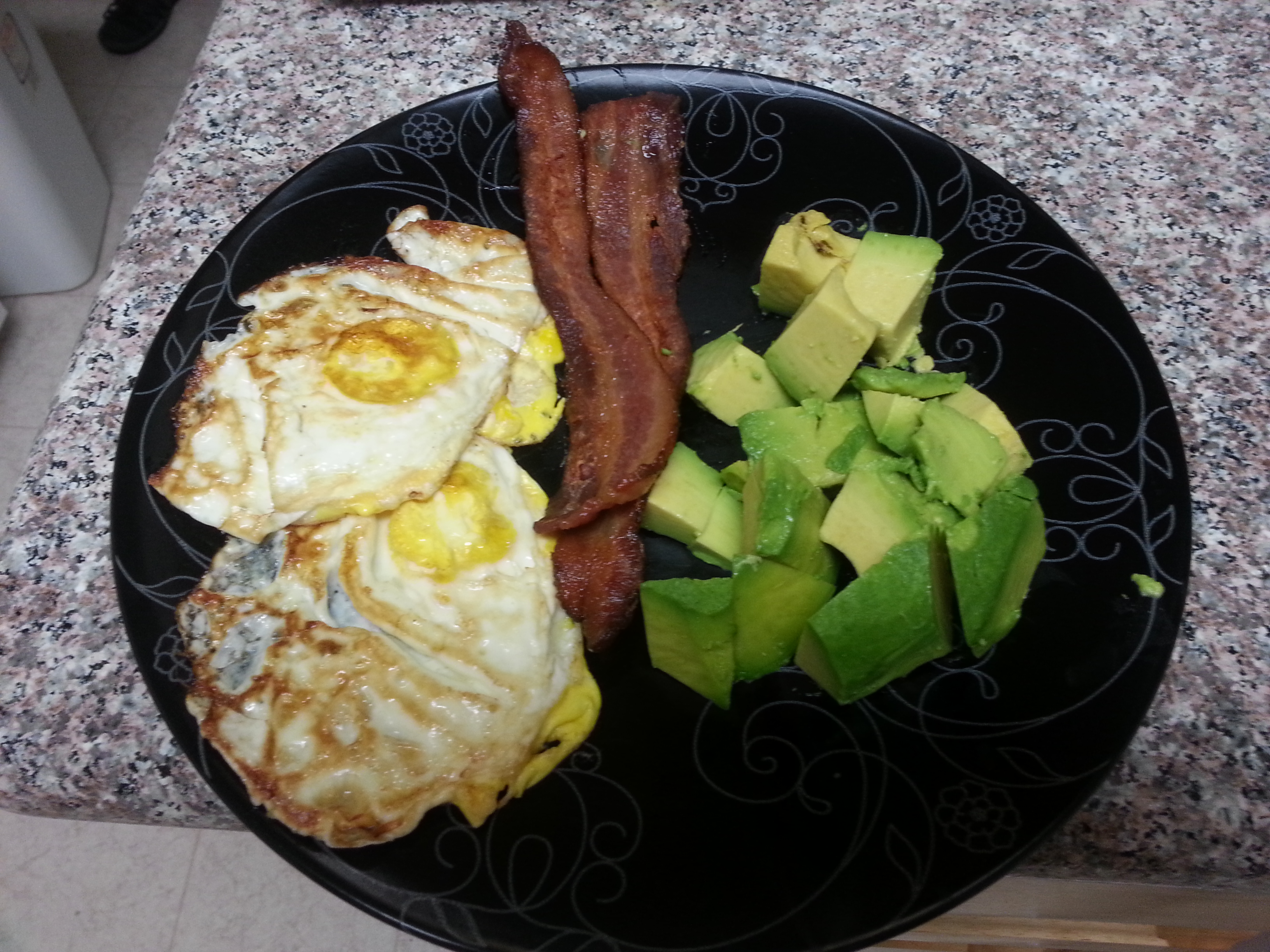 The amazingly delicious pre-ride breakfast: avocado, bacon and fried eggs!